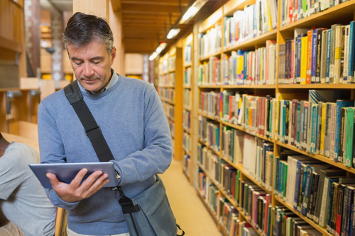 Academic carries out research on iPad in public library