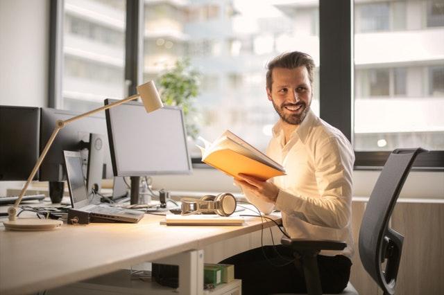 專門從事本領 域的譯者和編輯能在學術翻譯出版過程中發揮重要價值。